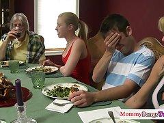 πορνό ταινία οικογενειακοί δεσμοί Συνουσία πρώτου προσώπου